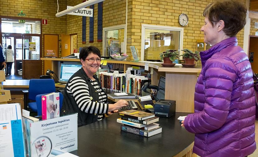 Kalajoen kirjastot jakavat myös tietoa kaupungin palveluista