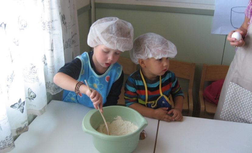 Puolukan pojat leipoo