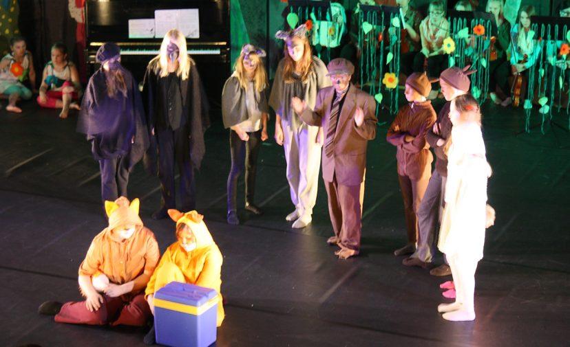 Kalajoen kansalaisopiston satumetsän festarien teatteri-ilmaisun ryhmä