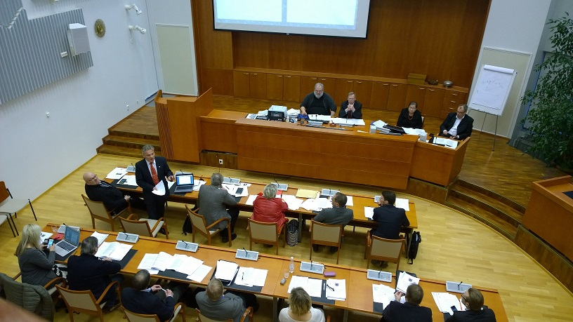 Valtuuston kokous Kalajoen kaupungintalolla