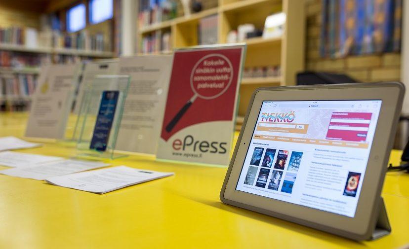 Kirjasto tarjoaa asiakkailleen sähköisiä aineistoja.