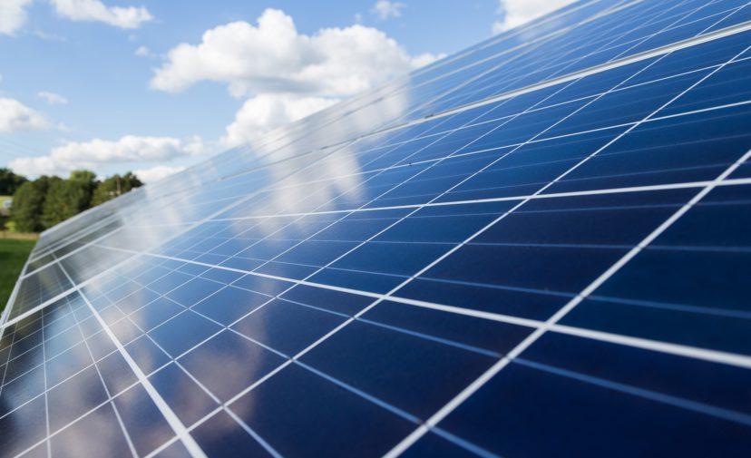 aurinkopaneeli ja uusiutuva energia